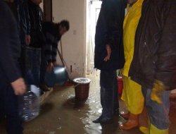 Ergani TOKİ'de zemin katları su bastı video