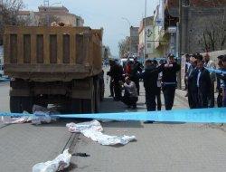 Gaziantep'in Araban ilçesinde hafriyat yüklü kamyon Suriyeli çocuğu ezdi
