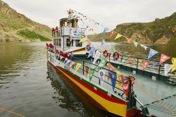 Eğil'deki feribot ulaşıma açıldı