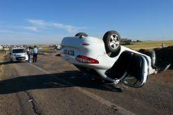 Çınarda otomobil takla attı: 3 yaralı