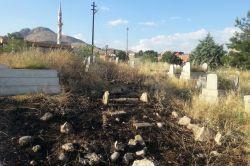 Ergani'de mezarlıklar bakımsızlığa terk edildi-foto