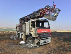 Çınar Belediyesine ait itfaiye aracı yangını söndürürken yandı