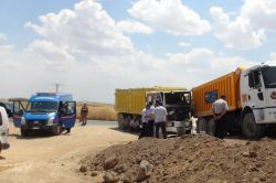 Çınar'da iki kamyon çarpıştı; 3 yaralı video foto