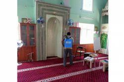 Ceyhan'da camilere gül suyu dökülüyor