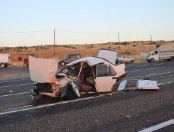 Minibüs ile otomobil çarpıştı: 1 ölü, 10 yaralı