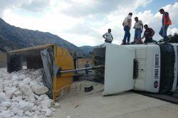 Kahramanmaraş'ta hafriyat yüklü kamyonun devrildi