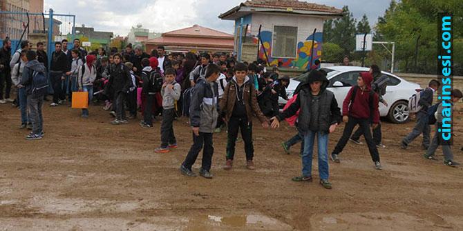 Midyat'ta öğrencilerin çamur çilesi bitmiyor