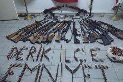 Derik'te çok sayıda silah ele geçirildi