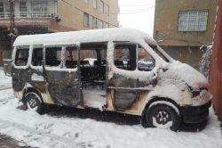 Ergani'de minibüs kundaklandı