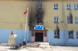 Diyarbakır'ın Ergani içesinde okul kundaklandı video