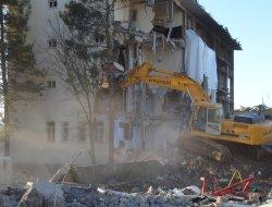 Çınar'daki emniyet binasının yıkımına başlandı-video