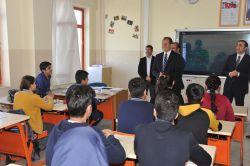 Van Valisi İbrahim Taşyapan, Edremit ilçesinde iki okulu ziyaret etti