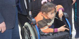 Gaziantep İslahiye'de yaşayan engelli çocuğa tekerlekli sandalye yardımı