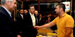 Bakan Bülent Tüfenkçi, Sur esnafını ziyaret etti
