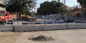 Tarsus'ta güvenlik gerekçesiyle kapatılan yol esnafı mağdur ediyor