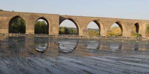 Diyarbakır On Gözlü Köprü'nün içler acısı hali