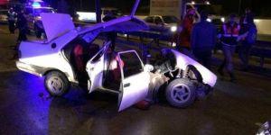 Bursa Gürsu'da otomobil bariyerlere çarptı: 2 ölü