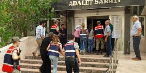 FETÖ'den 17 kadın gözaltına alındı