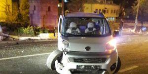 Çınar'da hafif ticari araç ile kamyon çarpıştı: 1 yaralı
