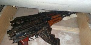 Silvan'da metruk binada silah ve mühimmatı ele geçirildi