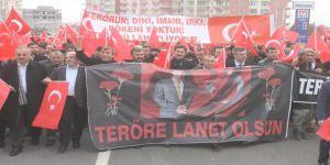 Bombalı saldırılar Derik'te protesto edildi