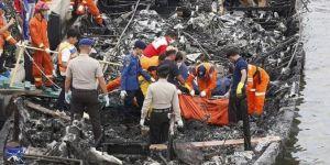 Endonezya'da teknede yangın: 23 ölü