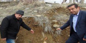 Altyapı çalışmaları mezarlığı tahrip etti