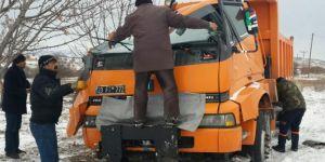 Elazığ Baskil'de karla mücadele ekibi kaza yaptı: 3 yaralı