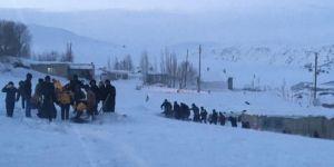 Ağrı Tutak'da hamile kadın helikopterle hastaneye ulaştırıldı