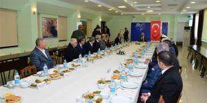 Diyarbakır Valisi kanaat önderleriyle bir araya geldi