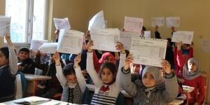 Siirt'te Suriyeli öğrencilerin karne sevinci