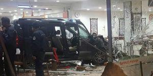Restorana giren araç 11 kişiyi yaraladı