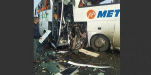 Yolcu otobüsleri çarpıştı: 6 ölü, 20 yaralı