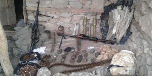 Toprağa gömülü silah ve mühimmat ele geçirildi