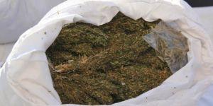 Uyuşturucu baskınında 31 bin TL bulundu