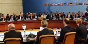 ABD, NATO toplantısının ertelenmesini istedi