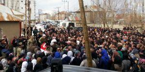 Yüksekova'da öldürülen korucu toprağa verildi