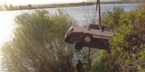 Şanlıurfa Birecik'te otomobil şarampole uçtu