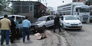 Diyarbakır Çarıklı'da freni tutmayan otomobil 3 araca çarparak durabildi