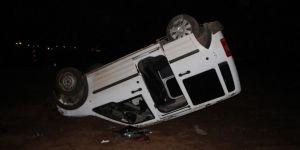 Bingöl Karlıova'da hafif ticari araç takla attı: 2 yaralı