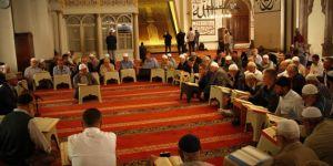 Mukabele sünnetini tarihi camilerde yaşatıyorlar