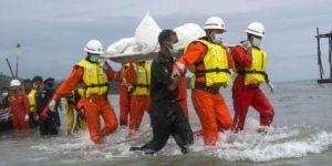 Myanmar'da düşen askeri uçağın enkazı denizde bulundu