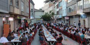 Van Rahmet Elinden açık alanda iftar