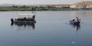 Serinlemek için Fırat Nehri'ne giren çocuk boğuldu
