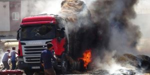 Çınar'da saman yüklü TIR yandı FOTO-VİDEO
