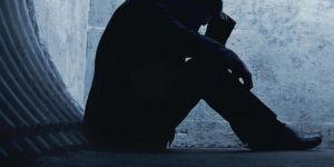 Depresyon belirtisi yaşayan biri tedavi edilmeli