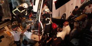 Kahramanmaraş-Gaziantep Karayolunda yolcu otobüsü TIR'a çarptı: 1 ölü 26 yaralı