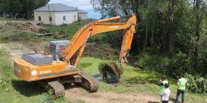 Van Büyükşehir Belediyesi sulama kanallarını ve göletleri temizliyor