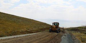 Van Büyükşehir Belediyesi yol çalışmalarına devam ediyor