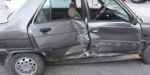 Adıyaman Kahta öğretmenevi kavşağında trafik kazası: 4 yaralı